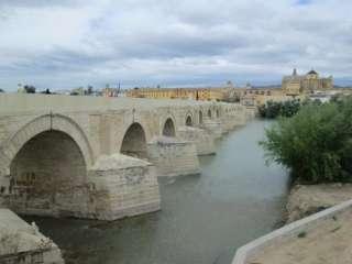de romeinse brug over de rivier