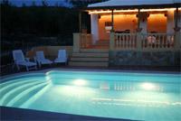 deel van zwembad vakantiewoning