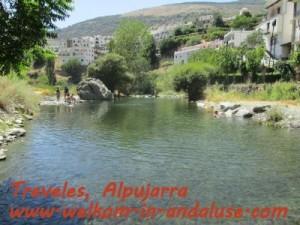 zwemmen in natuurwater Trevelz, Andalusie