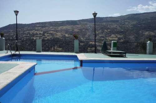 zwembad bij appartement in andalusie