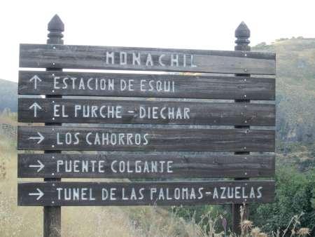 30 meter voor de parkeerplaats begint de wandeling, volg Los cahorros