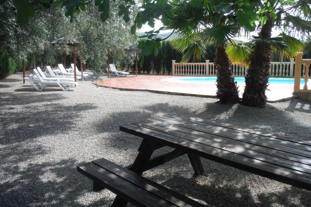 bij het zwembad van de vakantievilla